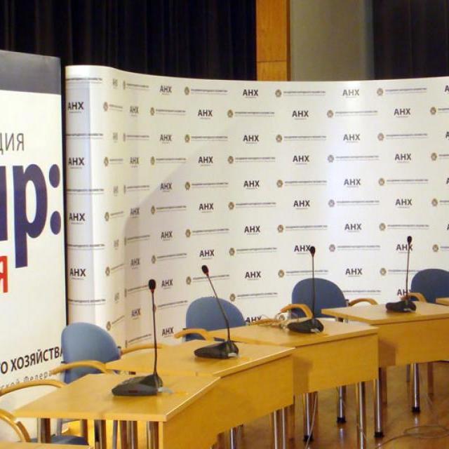 Pop-Up мобильные стенды: способы применения - организация пресс-конференции